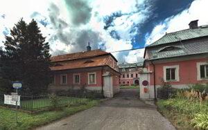 Sloup Dům Benešova 1